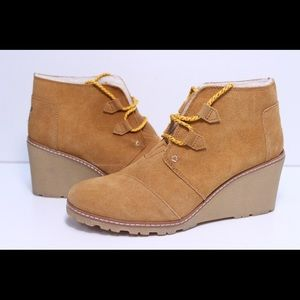 TOMs suede ankle wedge